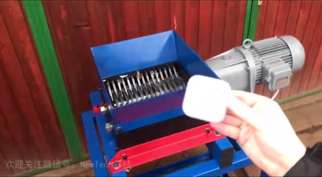 小型胡椒粉碎机!用手转动就能粉碎一些小调料