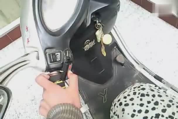 电动车凸镜大灯改装