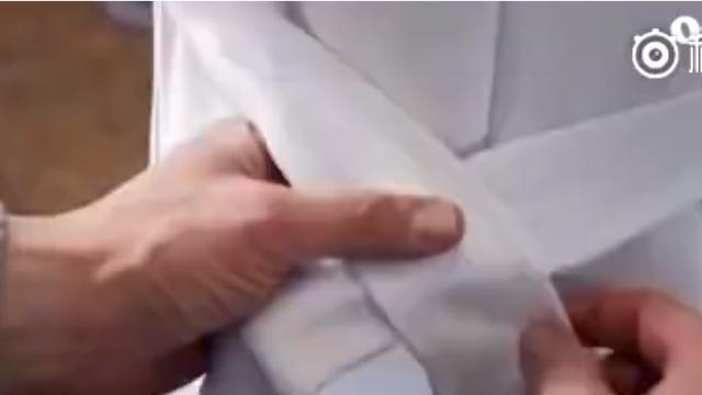 女生风衣后面腰带系法
