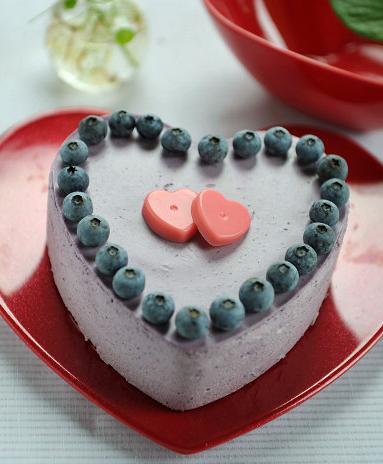 美味的爱心形状蛋糕,你确定不想尝尝么