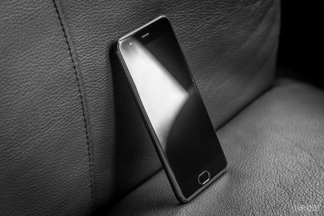 目前市场上最受欢迎的3部手机,看看有你喜欢的么?