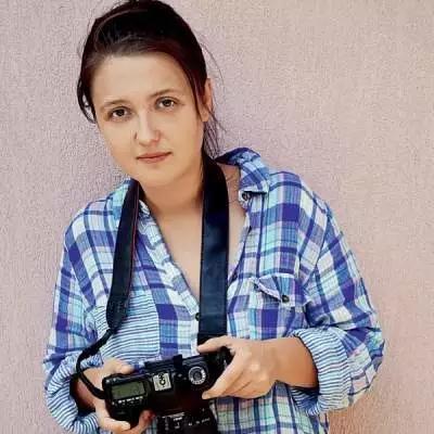 她, 穷游37国, 只是为了拍美女!