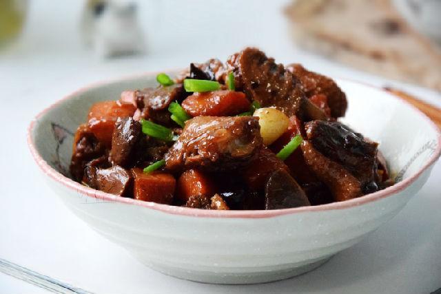 厨师长王刚仔姜炒鸭
