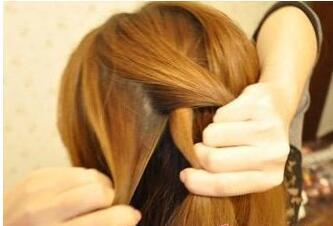 前面编辫子的发型图片