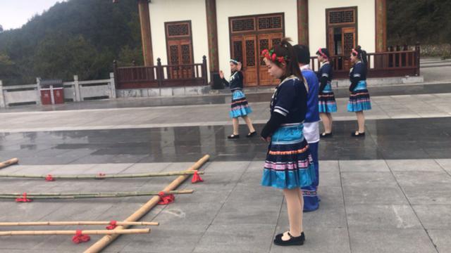 简单易学的竹竿舞