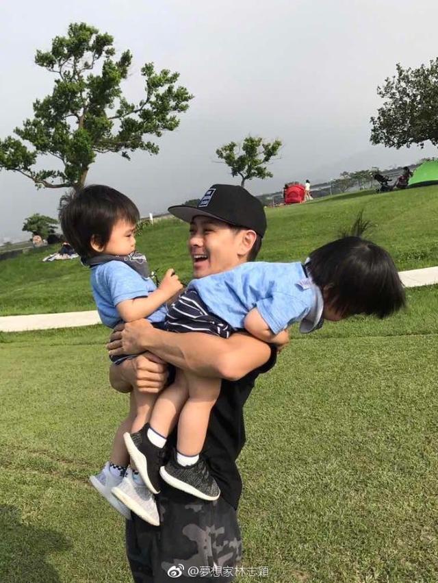 林志颖微博晒图为双胞胎儿子们庆生,一家子颜值爆表!_东方头条