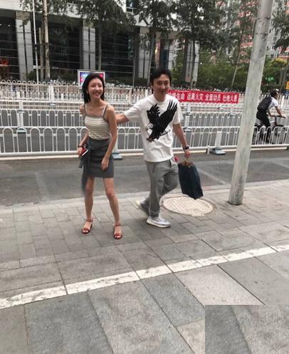 王思聪刚刚和现任女友豆得儿逛街秀了一场恩爱,豆得儿为何如此受宠?