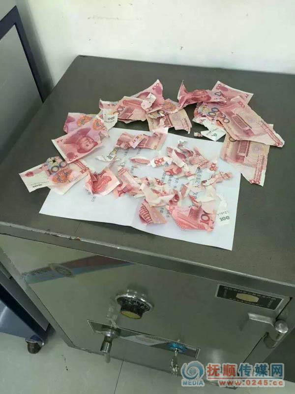 被狗咬成几块的百元钞可以到银行换吗,还少了两块?