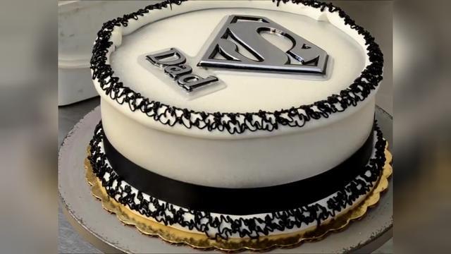 超人的生日蛋糕图片