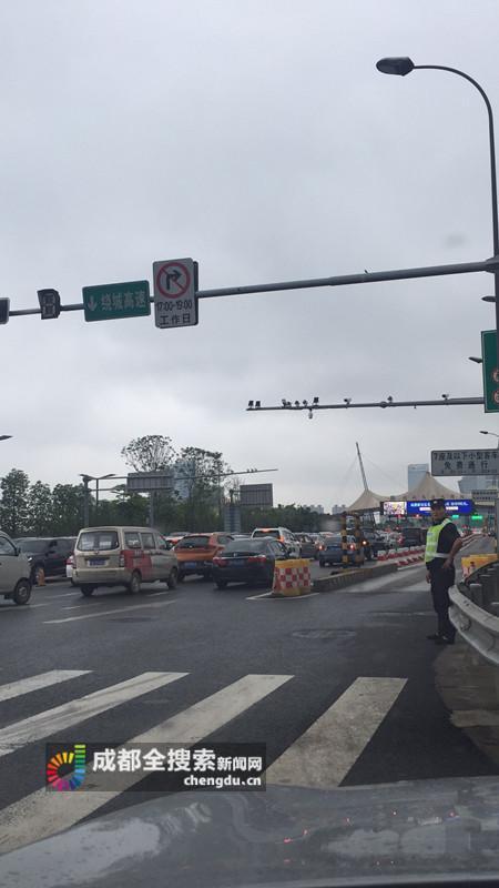 成都绕城高速发生离奇车祸 - 公路资讯 - 火车网