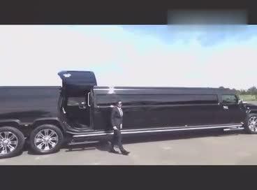 18.5米加长双层悍马,这车开出去找车位都是难事