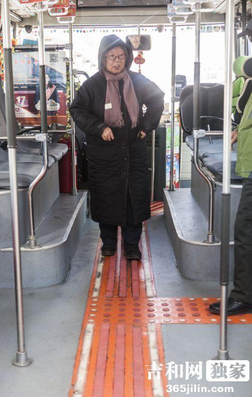 长春2路公交车图片