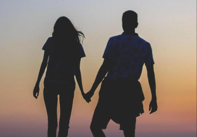 牵手情侣浪漫甜蜜图片_想与你白头偕老_情侣图片_精品库