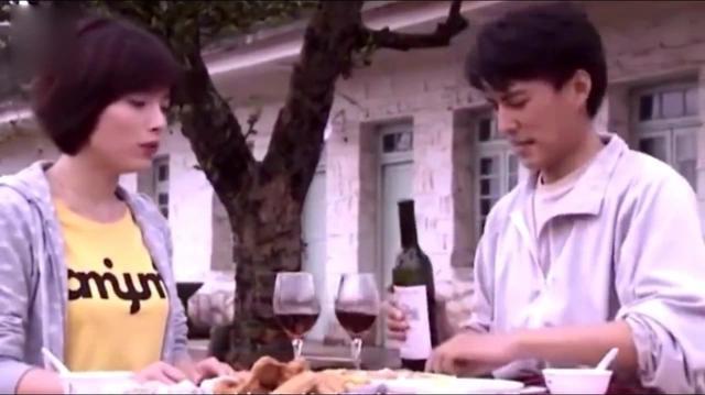 41岁老干部靳东全家福,太太被宠成小公举,儿子颜值娱乐圈第一