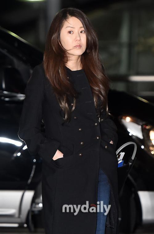"""47岁韩女星高贤贞""""下车门""""后再现身 瘦身成功颜值重回巅峰"""