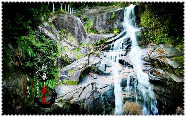 武夷山位于江西与福建西北部两省交界处,风景旅游区和避暑胜地