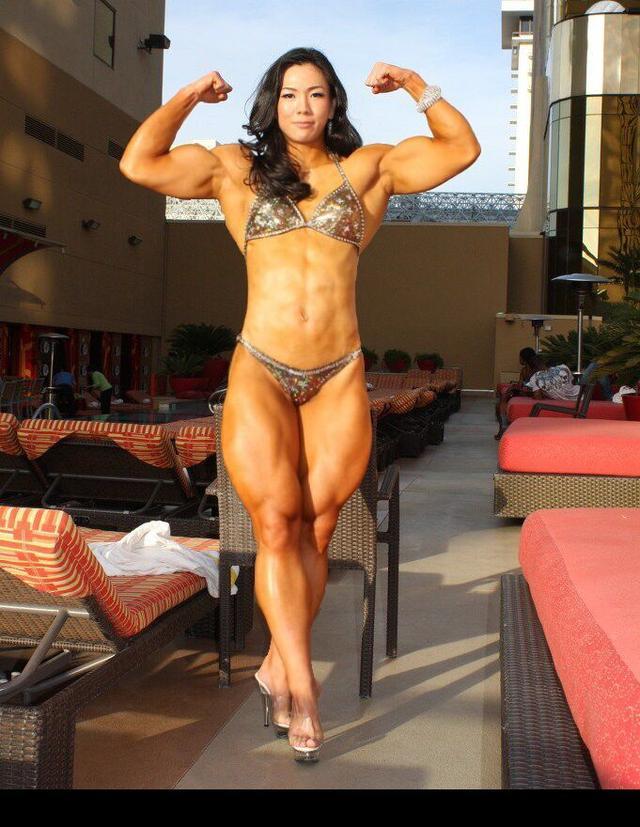 韩国第一金刚芭比!健身女教练臂肌发达,武僧一龙能接她一拳吗?