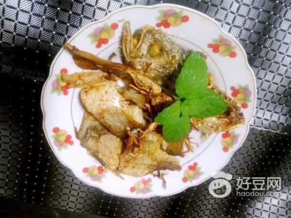 香煎黄花鱼的做法_菜谱_香哈网