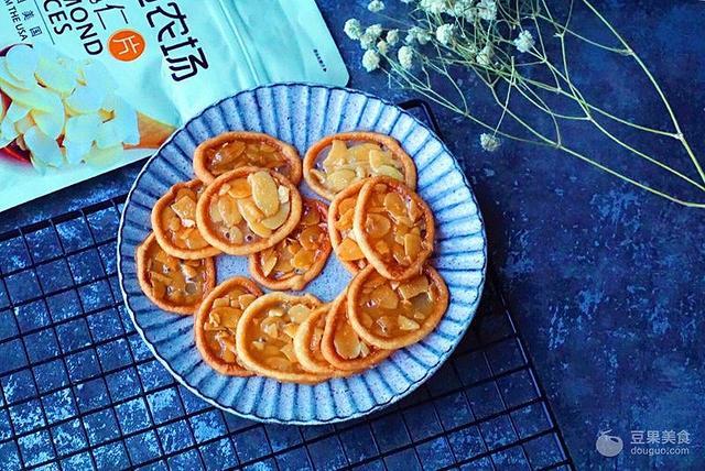 配方分享→ 酥脆香甜,无需打发就可以完成的焦糖脆杏仁饼干