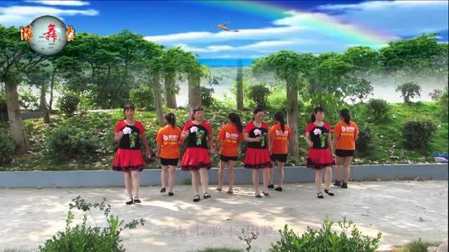 快乐每一天广场舞姐妹对跳《九九女儿红》