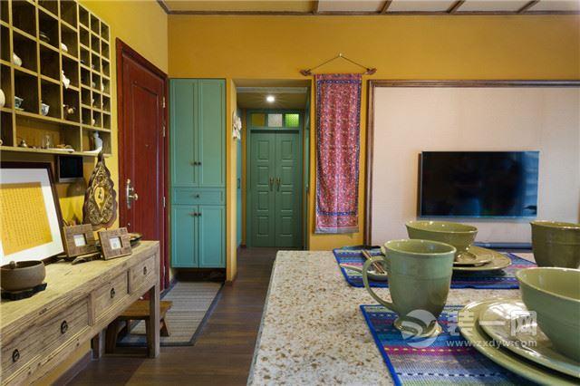 东南亚风格一楼大户型装修实景图,客厅宽敞采光十足,卧室典雅