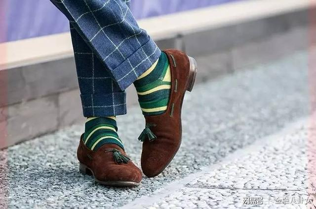 王一博穿长筒袜配皮鞋,男生们也可以大胆尝试一下