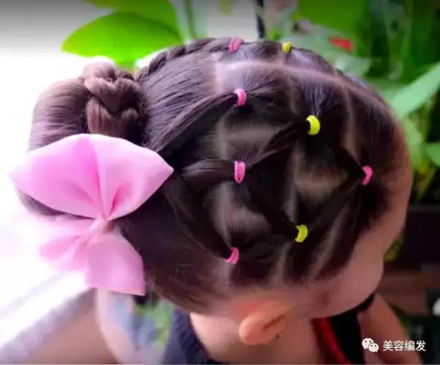 儿童丸子头发型这样扎,个性可爱还不散发,喜欢的妈妈请收藏哦