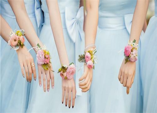新娘手腕花如何佩戴和制作的方法,你学会了吗?_黑光网