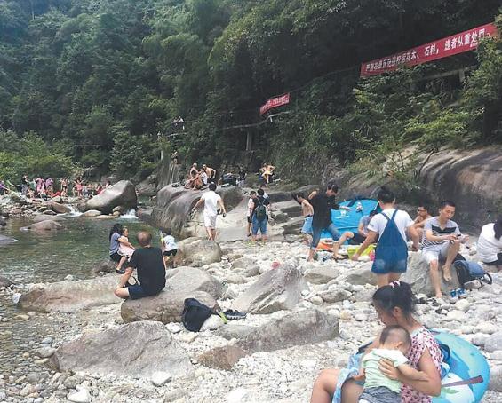 桂林一峡谷突发山洪4名游客遇难