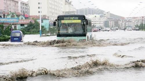 山东威海发生严重暴雨洪涝灾情 6死42.3万人受灾