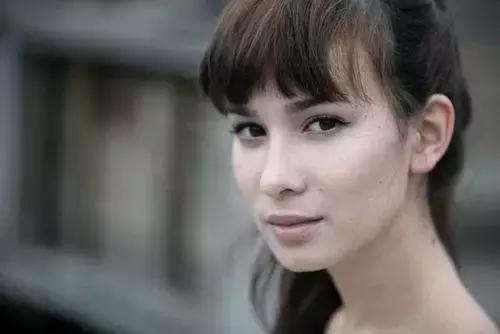 《战狼2》女主演卢靖姗,娱乐圈单个票房最高的女演员