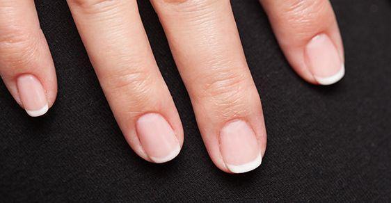 指甲上的横纹到底能说明什么?