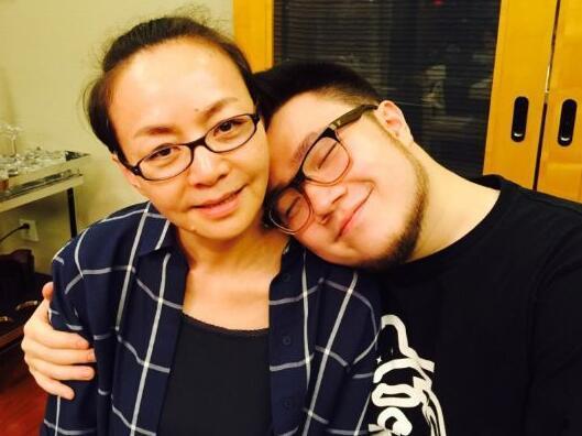 宋丹丹感谢前夫英达,巴图携爱人王博谷,为妈妈深情献唱