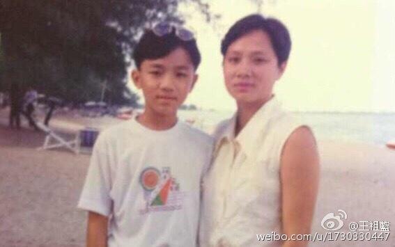 王祖蓝的妈妈长什么样?王祖蓝和他妈妈照片- 北京本地宝