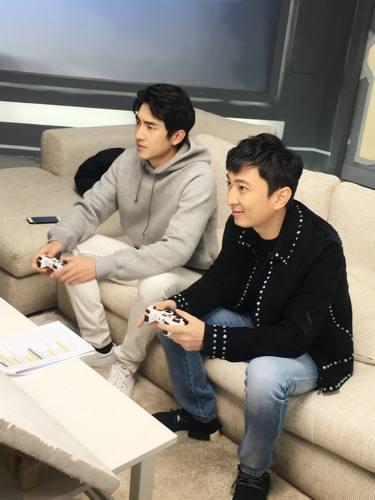 组图:塑胶兄弟情?王思聪游戏直播骂林更新 陈赫不敢吭... _新浪网