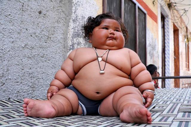 印度巨型女婴,不满一岁就差点吃穷父母