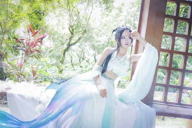 锦鲤抄:青鲤鱼cos 一袭浅绿古裙装 与花为伴 翩翩起舞!