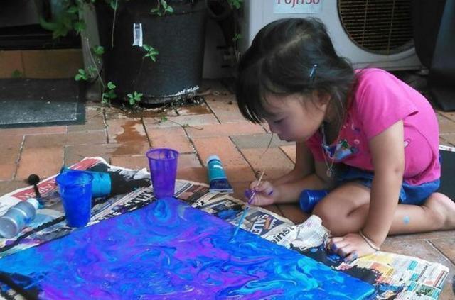 不可思议!5岁小女孩的画作美到让人窒息……