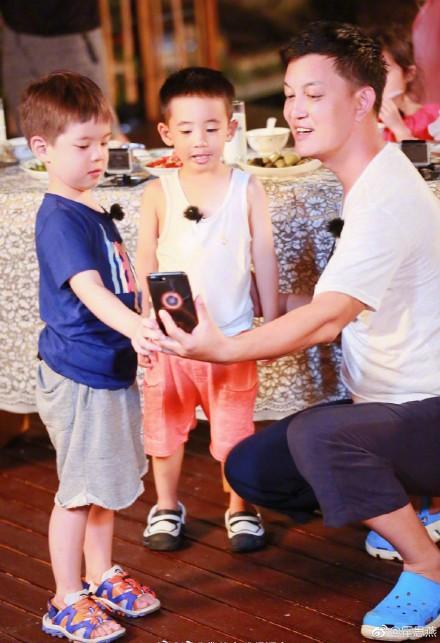 陈小春和儿子照片