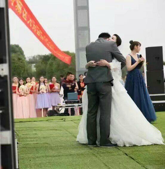 母亲嫁给儿子,丈夫竟是证婚人,然而这婚礼却令无数人落泪