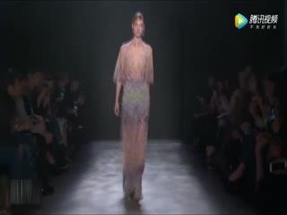 时装:法国巴黎性感透明薄纱走秀,虽然不透,但看得我精神抖擞