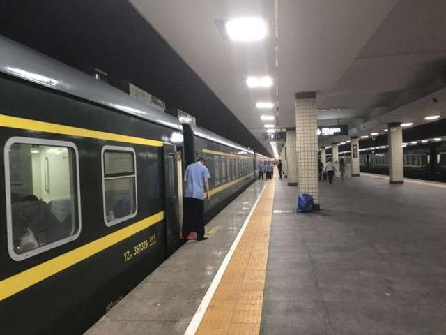 """地位最不一样的火车,没有无座和硬座,简直是""""移动宾馆"""""""