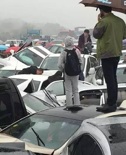 最新消息:被困人员全部救出!沪宁高速突发重大车祸,多车连环相撞,现场如同废车场!