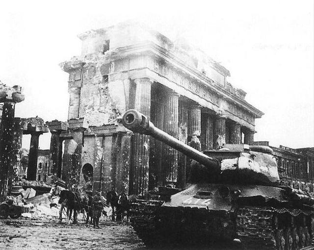 """决战柏林的苏联""""超级坦克"""""""