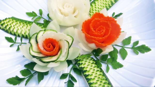 用洋葱、胡萝卜、白萝卜、西葫芦做的蔬菜拼盘,超简单超漂亮