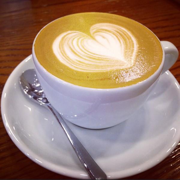 咖啡拉花基础教程,咖啡拉花步骤特写视频,想学拉花的多看几遍!