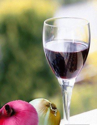 洋葱泡红酒,骨病去无踪!