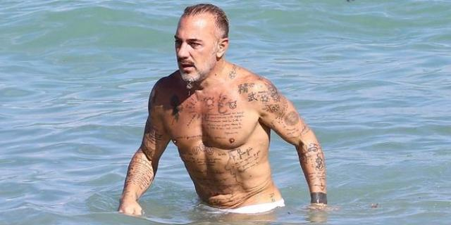 意大利顶级富豪吉安卢卡,50岁娶名模,豪车无数_新浪视频