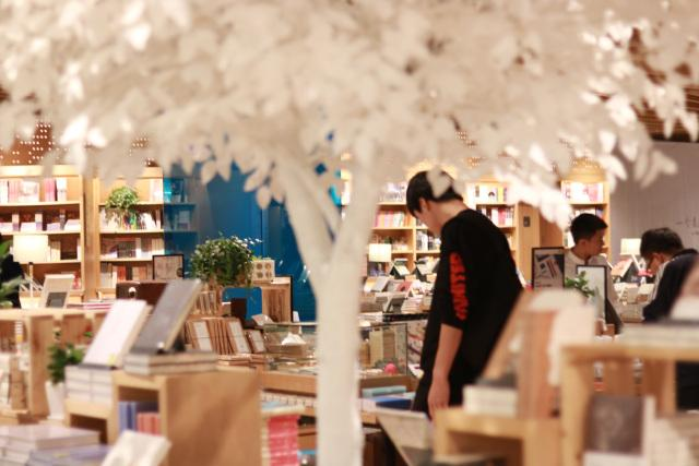 """言几又,是安静的书店,也是""""文艺合唱团"""""""
