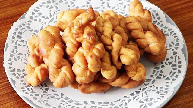 掌握这几个小技巧,在家也能轻松炸出好吃的麻花,又脆又香还不腻